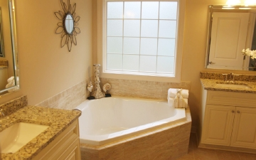 Bathroom with Garden Tub